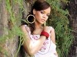 Rihanna Topless Pic Los Comisionadoz (11)