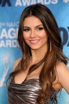 victoria-justice-cleavage-naacp-2